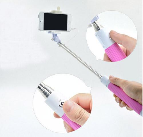 Růžová selfie tyč na mobil